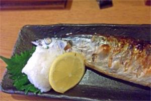 栗ごはんに秋刀魚の塩焼きがおかずに合う