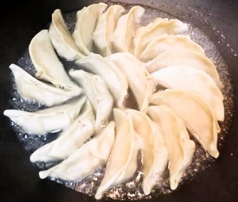 手作り餃子の美味しい焼き方